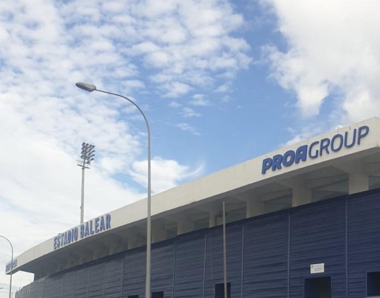 L'Estadio Balear estrena nomenclatura a la seva façana